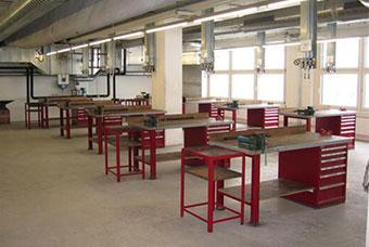 山东发电设备厂使用bet98柜业钳工工作台品质升级